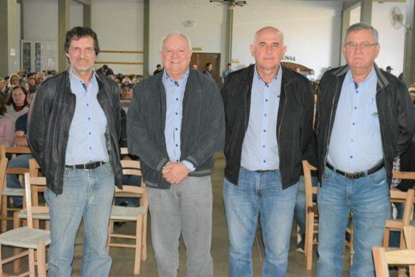 O 1º vice-presidente e gerente geral, Lauri Inácio Slomki, o presidente Elio Casarin, o 2º vice e gerente de cereais Santo Tumelero e o secretário e gerente da atividade de leite, Egon Grings