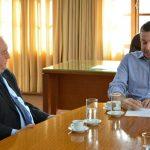 Natalino Lázare está trabalhando na criação de legislação específica para o assunto e foi recebido pelo prefeito Napoleão Bernardes, de Blumenau (Foto: Michele Lamin / Divulgação)