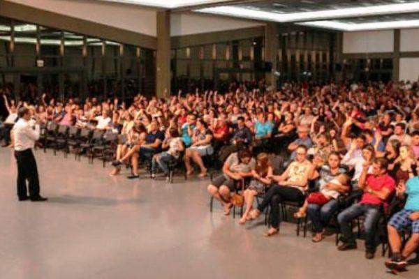 Cerca de 1.500 pessoas participaram de forma democrática da Assembleia realizada em Turvo (Foto: Felipe José Ferreira).