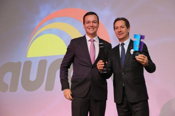 O vice-presidente da Aurora Alimentos, Neivor Canton, recebeu o prêmio (Foto: Prêmio Top Of Mind/Divulgação)