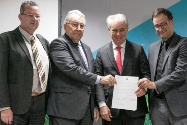 Representantes do Mapa, da CNA e da CNI firmaram parceria (Foto: Wenderson Araujo)