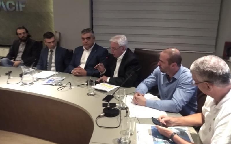 Deputado Moacir Sopelsa e outros parlamentares em debate